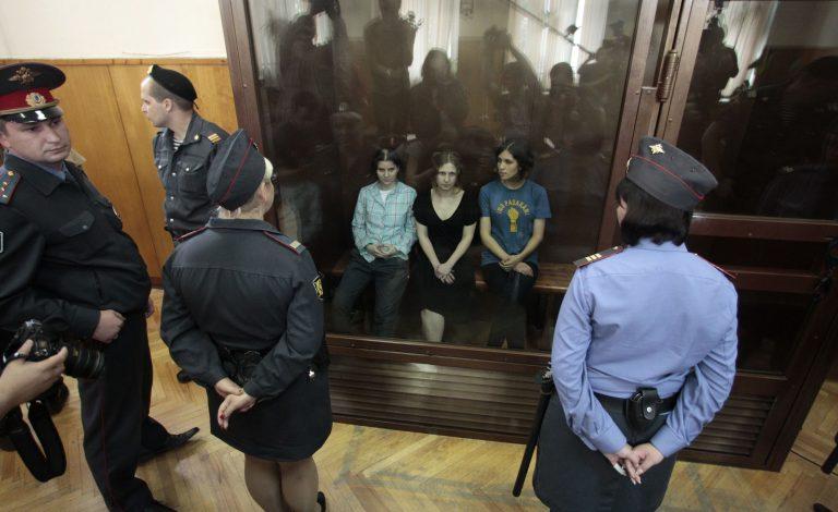 Ένοχες για «χουλιγκανισμό» οι Pussy Riot αποφάσισε το δικαστήριο   Newsit.gr