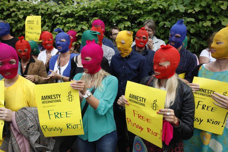 «Σάλος» με τη φυλάκιση των Pussy Riot   Newsit.gr