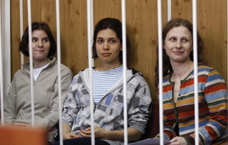 Ξεκίνησε η δίκη του συγκροτήματος Pussy Riot | Newsit.gr