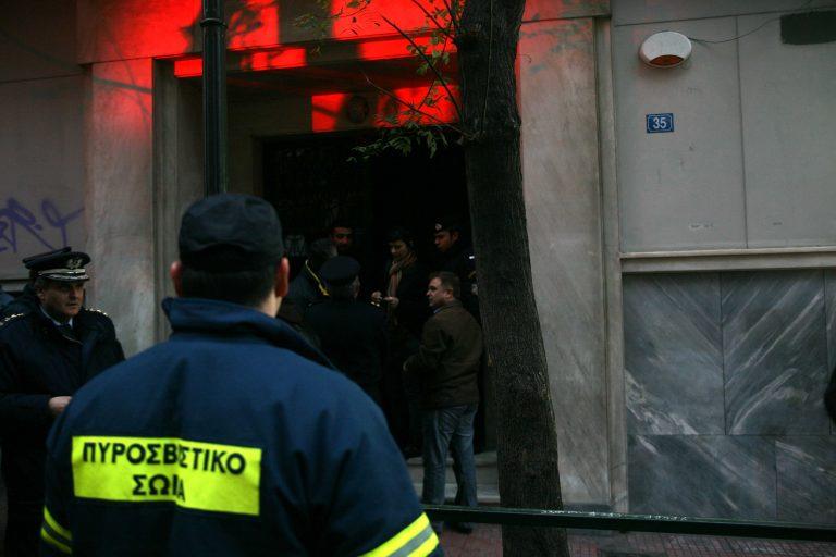 Έβαλαν γκαζάκια σε πολυκατοικία | Newsit.gr
