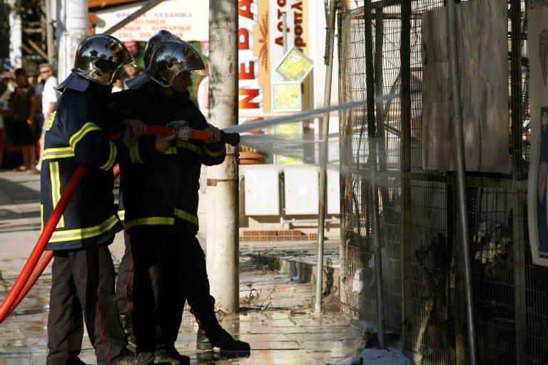 Υπό έλεγχο η μεγάλη πυρκαγιά στο εργοστάσιο στο Μενίδι | Newsit.gr