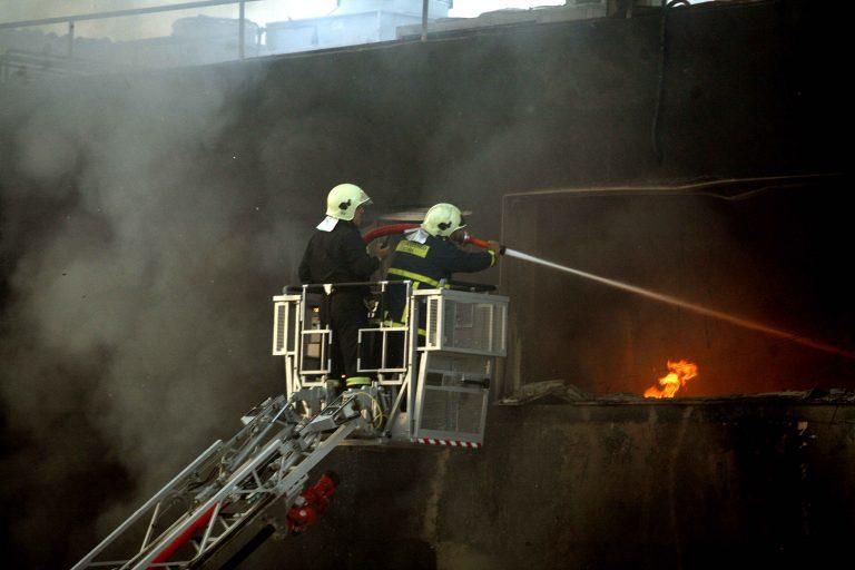 Μεγάλη φωτιά στο Μενίδι   Newsit.gr