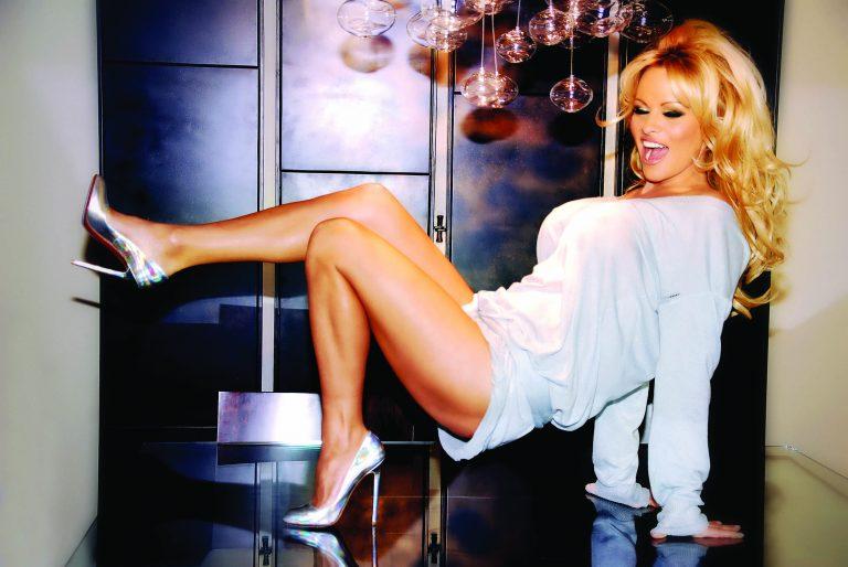 H Pamela Anderson στην Ελλάδα | Newsit.gr