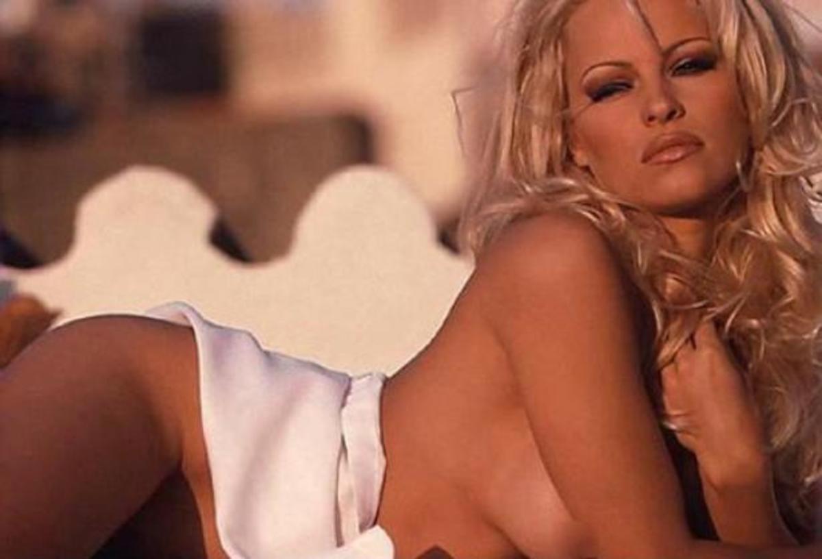 Η Pamela Anderson θα υποδυθεί την Παρθένο Μαρία! | Newsit.gr