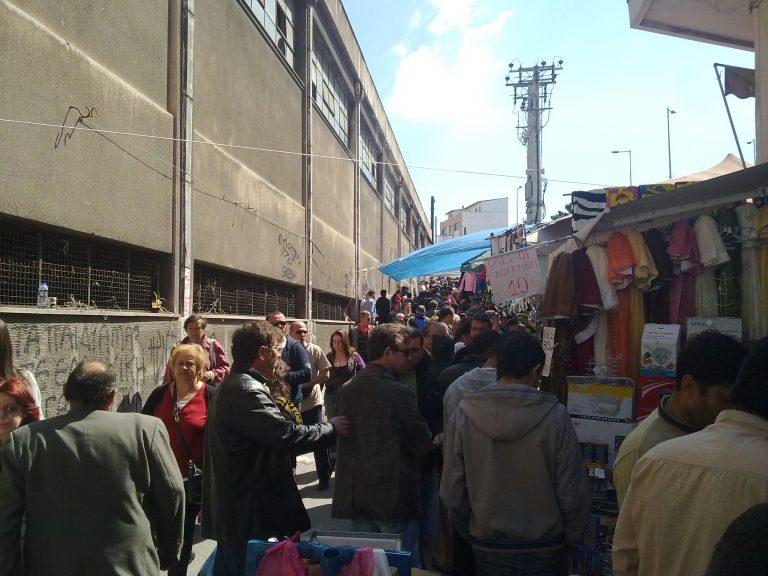 Αυξήθηκε η κίνηση στα παζάρια λόγω οικονομικής κρίσης – Ρεπορτάζ του ΝewsIt με ΦΩΤΟ στο παζάρι του Πειραιά | Newsit.gr