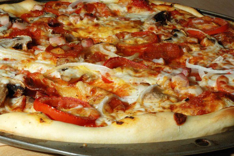 Είχαν πολλές ακρίδες και τις έβαλλαν στην.. πίτσα   Newsit.gr