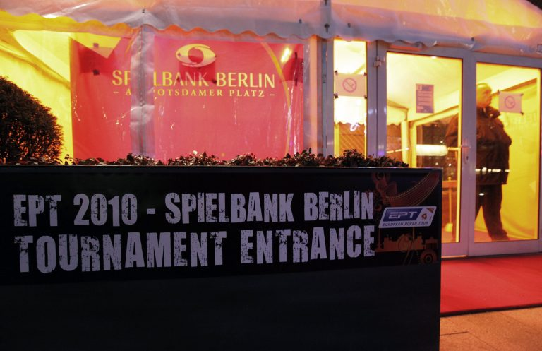 Εισβολή ενόπλων στο μεγαλύτερο τουρνουά πόκερ της Γερμανίας | Newsit.gr