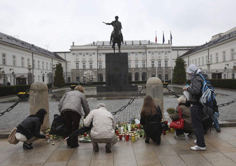 Πρόωρες εκλογές στην Πολωνία μετά το θάνατο Καζίνσκι   Newsit.gr