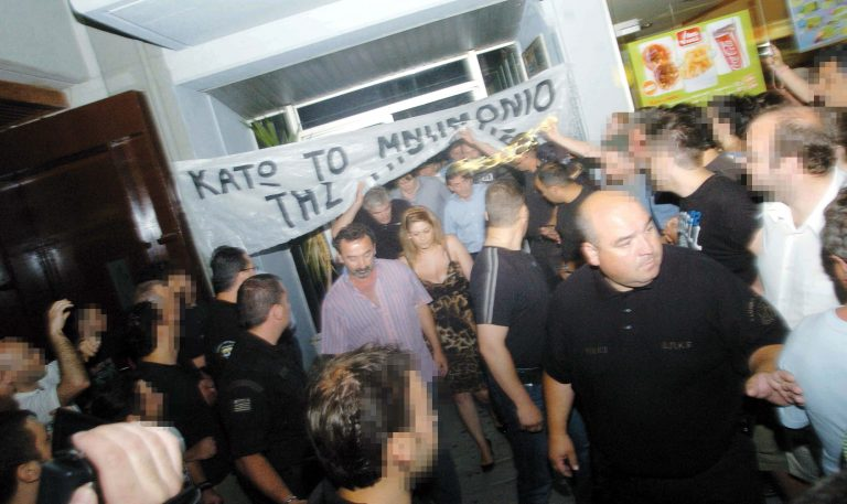 Ένας στους 2 Έλληνες υπέρ των προπηλακισμών πολιτικών! | Newsit.gr