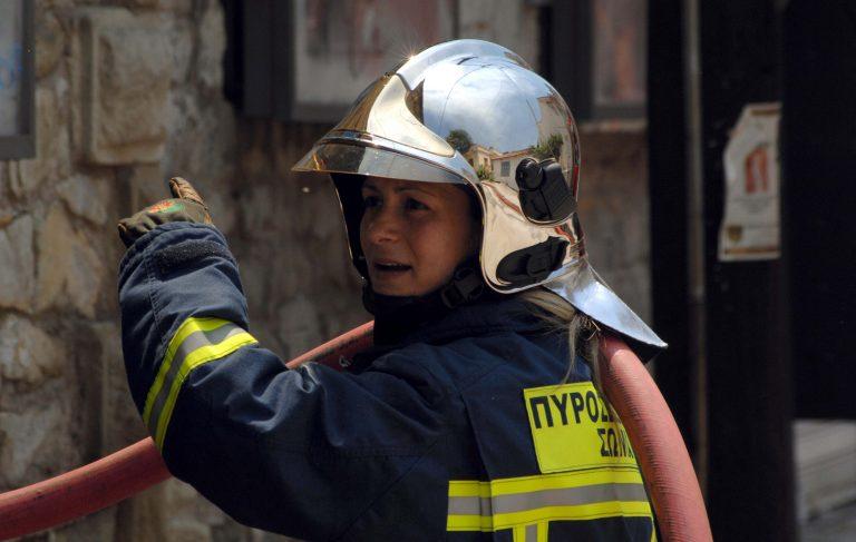 Φωτιά σε διαμέρισμα στο Κερατσίνι – Από το μπαλκόνι απεγκλωβίστηκαν δύο άτομα | Newsit.gr