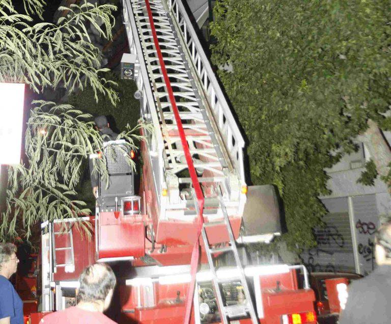 Έκαψαν σύνδεσμο του ΟΣΦΠ τα ξημερώματα – Εκκενώθηκε 7όροφη πολυκατοικία | Newsit.gr