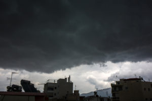 Καιρός: Νέα τερτίπια! Βροχές, καταιγίδες και πτώση της θερμοκρασίας!
