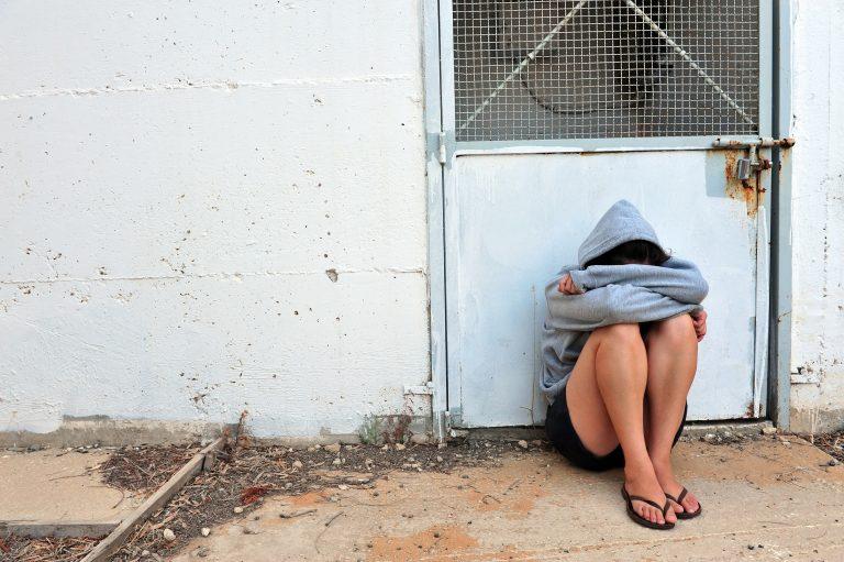 Απίστευτη κτηνωδία – 16χρονη βιάστηκε από τον αλλοδαπό πατριό της και έμεινε έγκυος | Newsit.gr