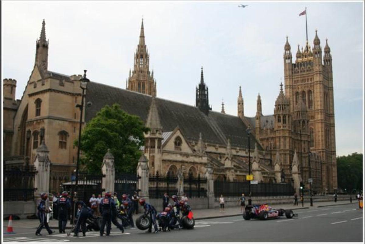 Πιτ στοπ στο Λονδίνο! | Newsit.gr