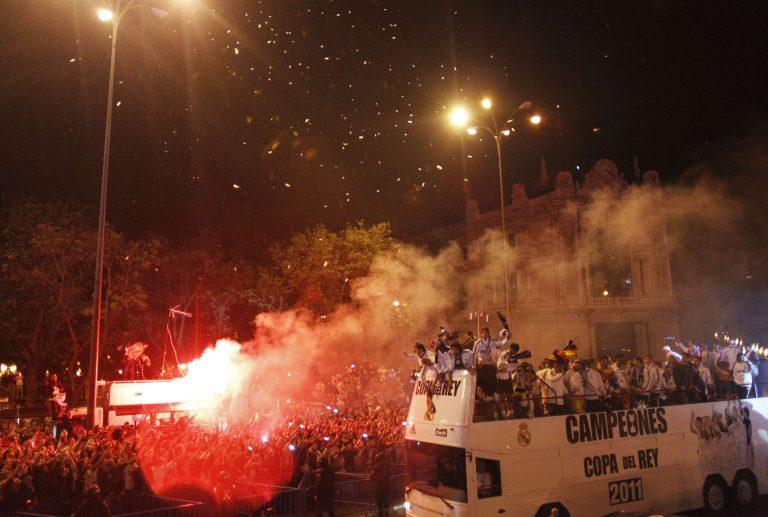 Έπεσε το κύπελλο από το πούλμαν της Ρεάλ! – Δείτε βίντεο | Newsit.gr