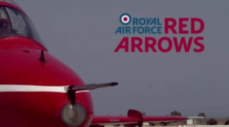 Βίντεο που κόβει την ανάσα.Δείτε πλάνα μέσα από ένα αεροσκάφος ακροβατικού σμήνους! | Newsit.gr