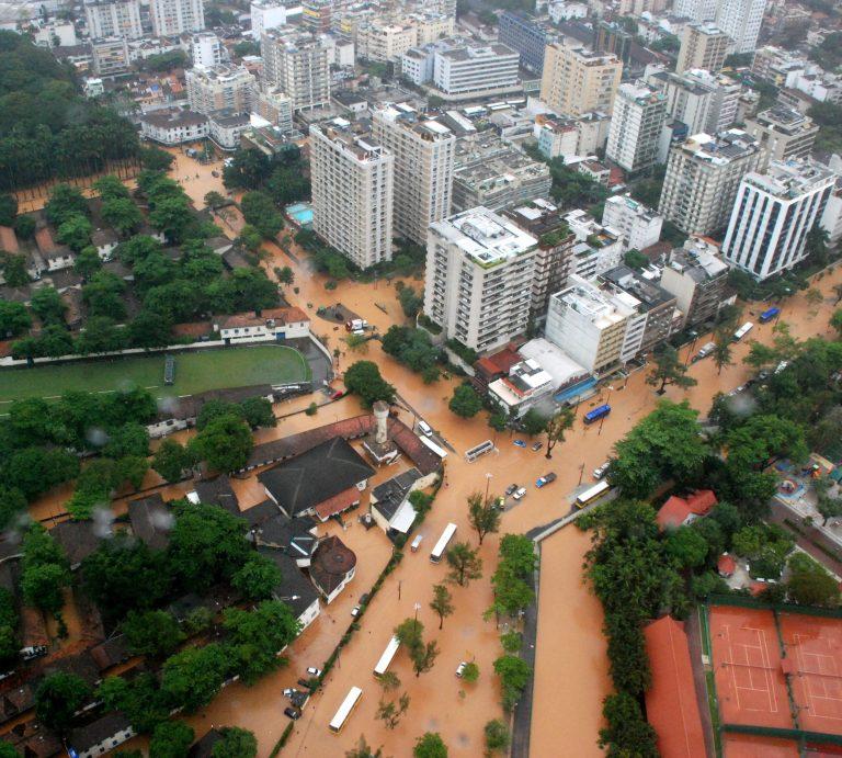 102 νεκροί στη Βραζιλία- Πλημμύρες και χάος παντού | Newsit.gr