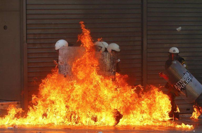 NY Times: Φόβοι για κοινωνική αναταραχή σε Ελλάδα, Ισπανία και Πορτογαλία | Newsit.gr