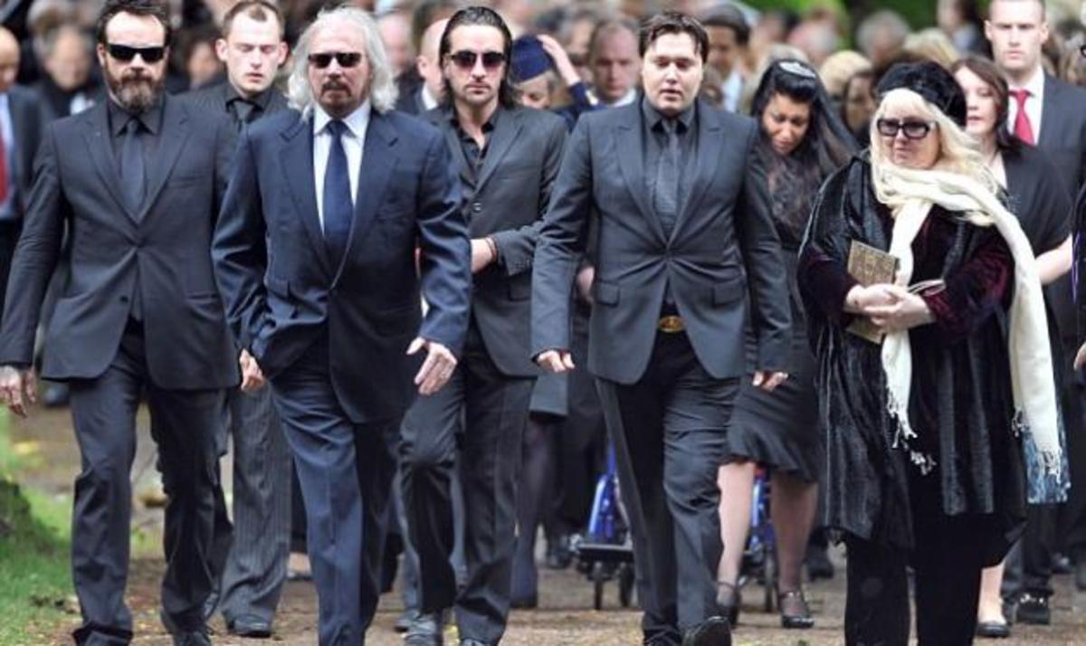 Φίλοι και συγγενείς είπαν το τελευταίο αντίο στον Robin Gibb   Newsit.gr