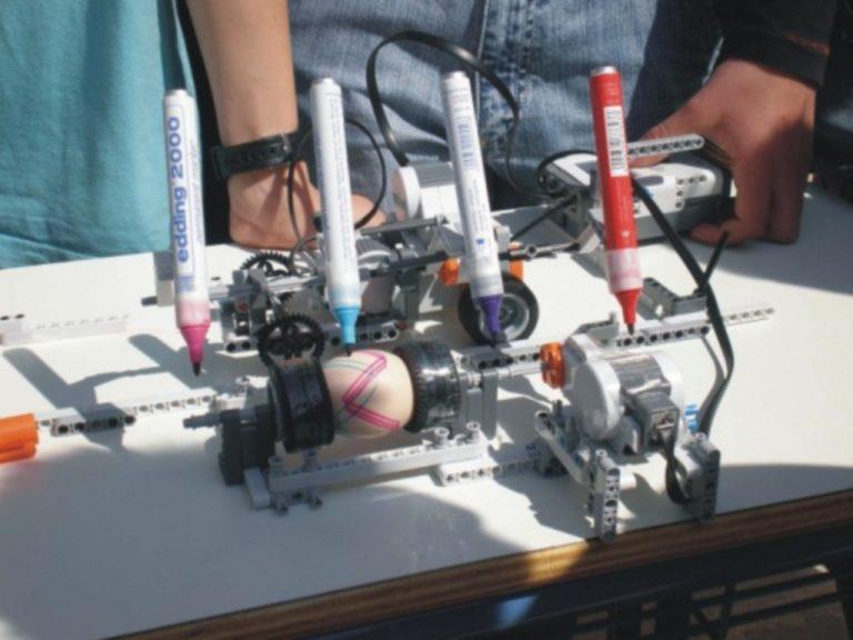 Ξάνθη: Ρομπότ βάφει τα πασχαλινά αυγά! | Newsit.gr