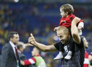 Euro 2016: Διπλωματικά διαβατήρια και τρελό πριμ στους Αλβανούς