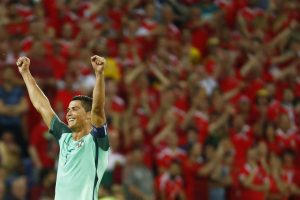"Euro 2016: Έξαλλοι πανηγυρισμοί! ""Τρελό"" γλέντι στο σπίτι του Ρονάλντο (VIDEO)"