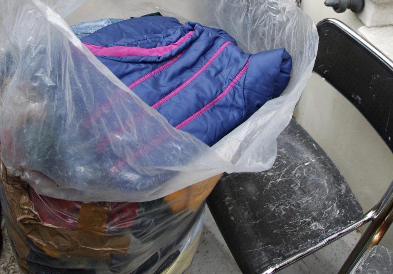Καρπενήσι: Κάνουν ανταλλαγή ρούχων στο σχολείο λόγω… κρίσης | Newsit.gr