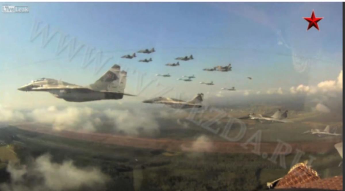 ΒΙΝΤΕΟ: Ρώσοι στον αέρα! Πάνω από 20 μαχητικά σε σχηματισμούς | Newsit.gr