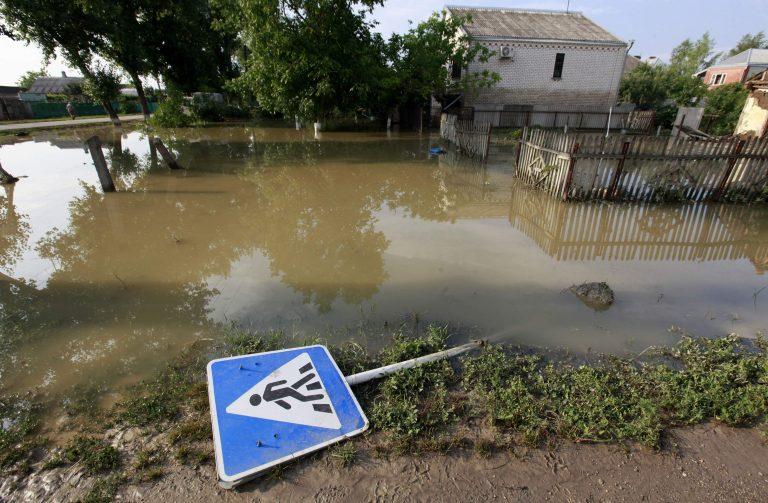 Ρωσία: Συνελήφθησαν τρεις αξιωματούχοι για τις φονικές πλημμύρες | Newsit.gr