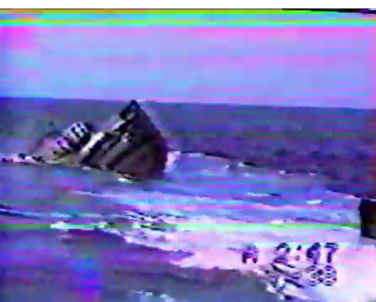 Πανικός!Αμερικανικό υποβρύχιο, βυθίζει κατά λάθος ρυμουλκό!Βίντεο | Newsit.gr