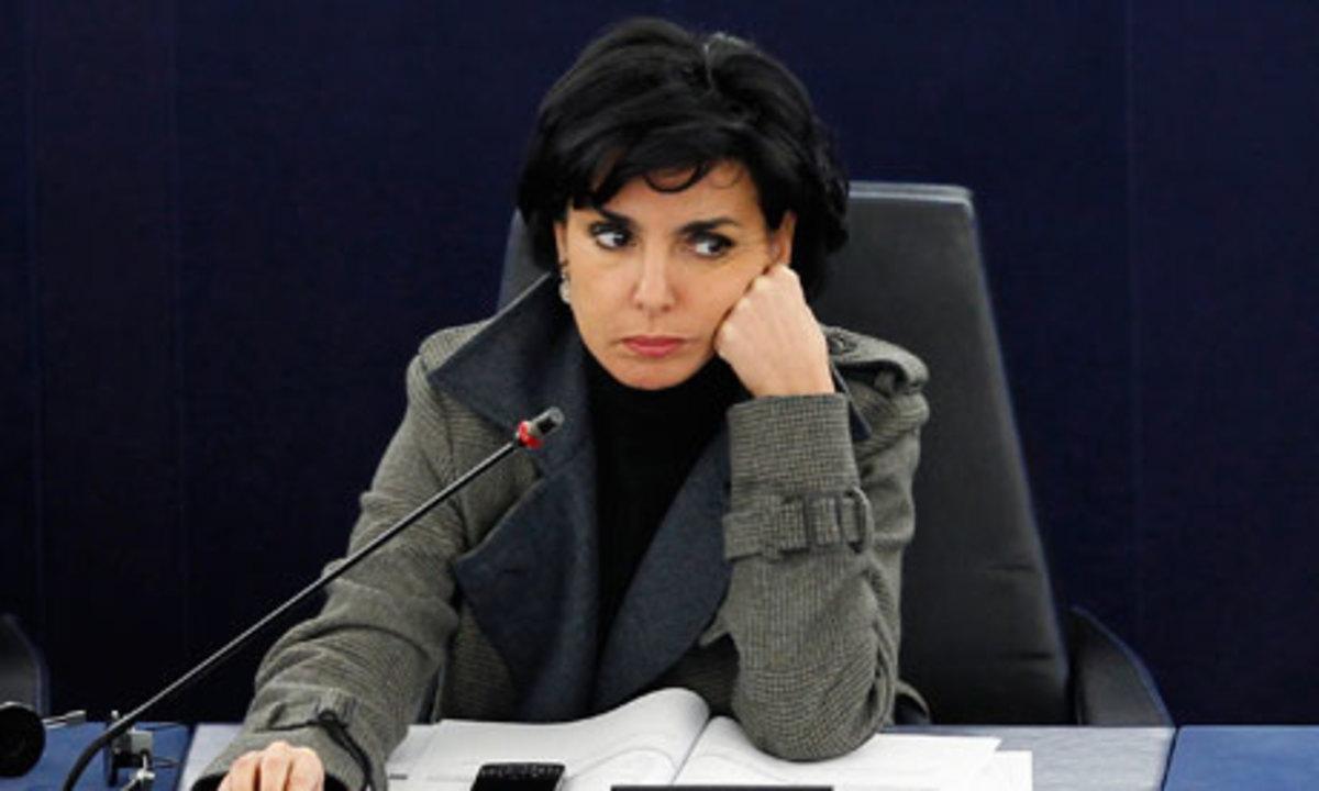Η υπουργός με τους 8 διαφορετικούς εραστές! | Newsit.gr