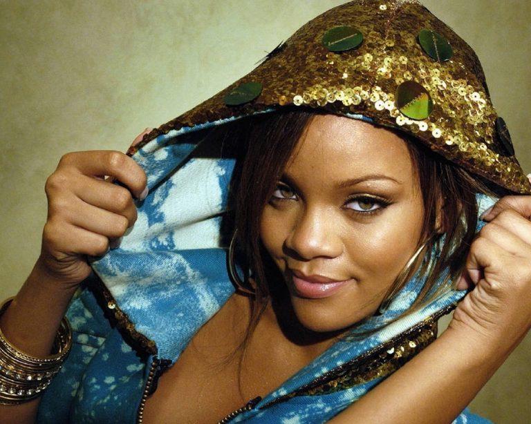 Η σέξι Rihanna και συγγραφέας! | Newsit.gr