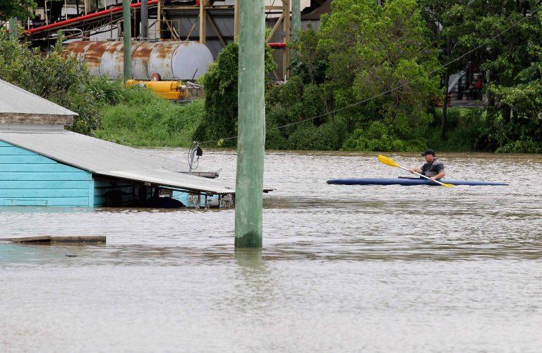 Εννιά μέτρα νερό στην Αυστραλία – 12 πόλεις βυθίστηκαν – Δείτε βίντεο | Newsit.gr