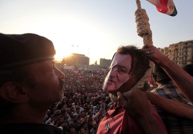 Χιλιάδες διαδηλωτές στην Αίγυπτο κατά του υποψήφιου για την προεδρία Σαφίκ | Newsit.gr