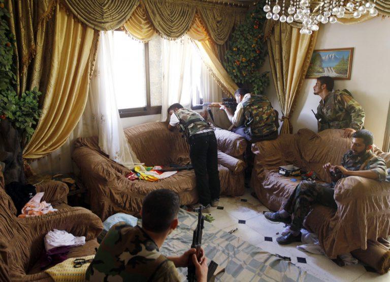 Σκοτώνοντας από το σαλόνι – Φωτογραφίες από τη Συρία που κάνουν το γύρω του κόσμου   Newsit.gr