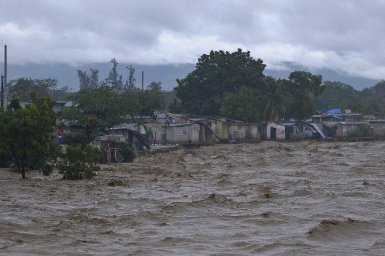 Συνεχίζει το φονικό πέρασμα του ο τυφώνας Σάντι | Newsit.gr