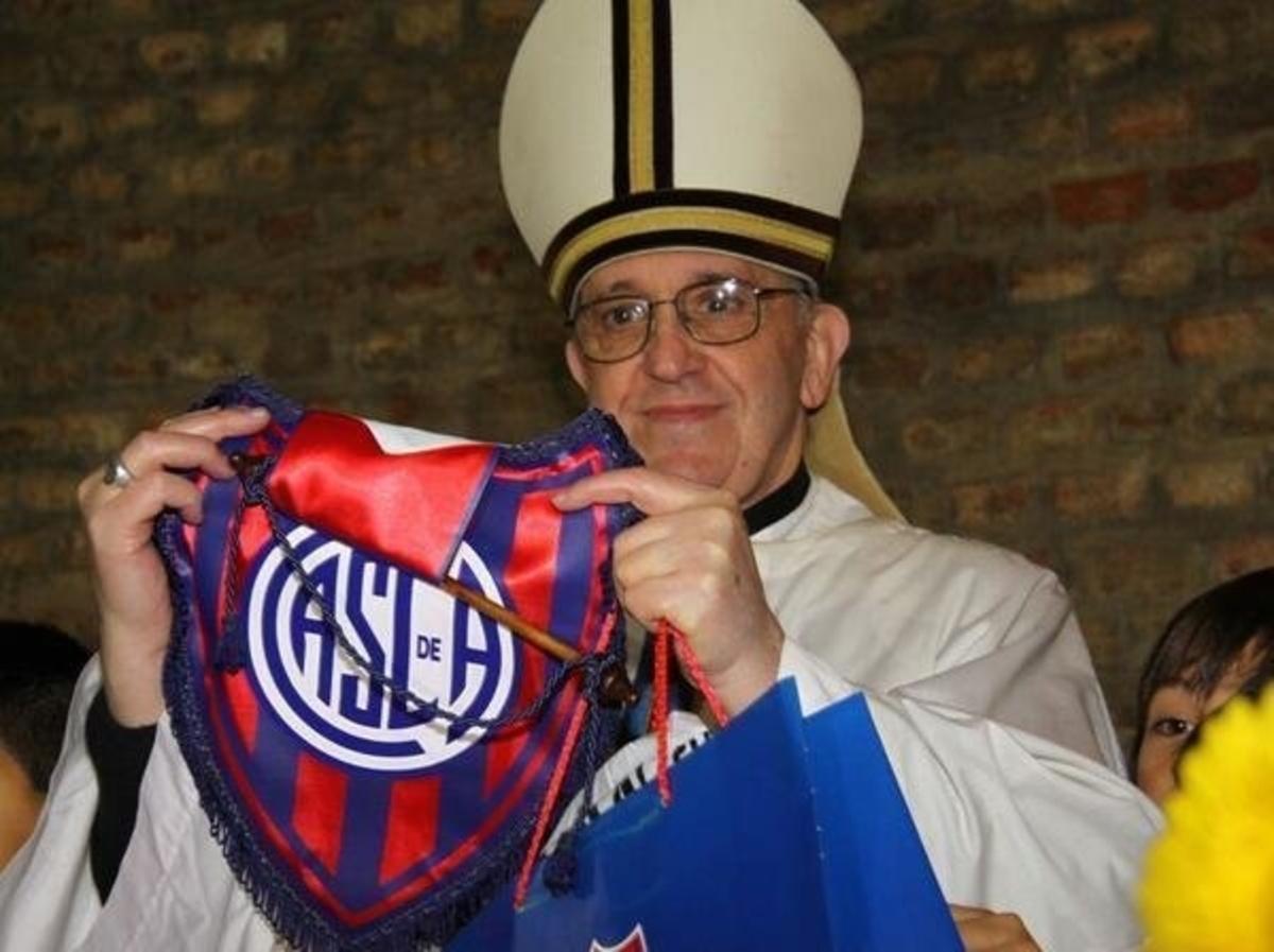 Η κάρτα μέλους του νέου Πάπα και η αφιέρωση του Μέσι | Newsit.gr