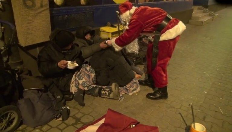 Όταν δείτε τι έκανε αυτός ο Άγιος Βασίλης, θα δακρύσετε! (ΒΙΝΤΕΟ)