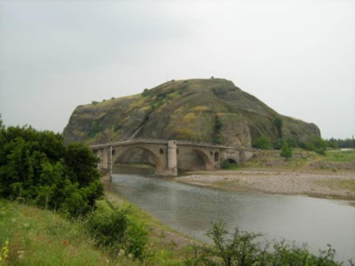 Τρίκαλα: Πρόβλημα στατικότητας στο ιστορικό γεφύρι Σαρακίνας   Newsit.gr
