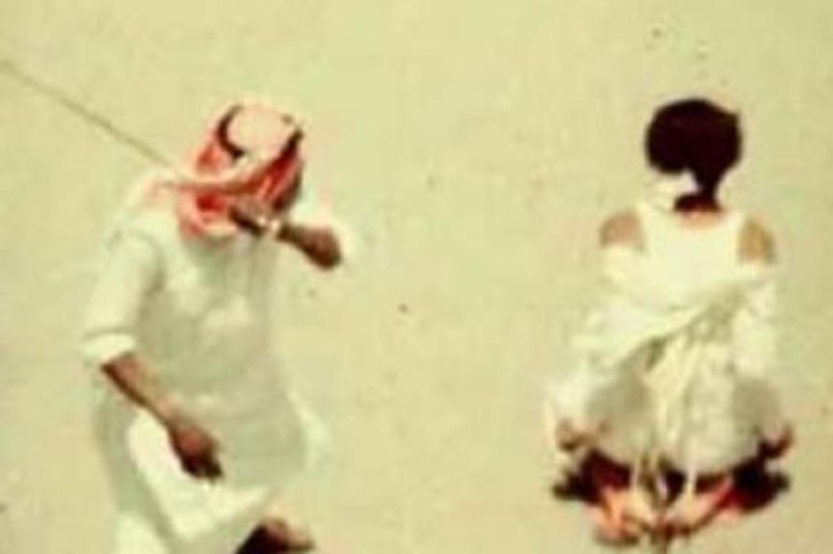 ΒΙΝΤΕΟ: Εκτελέσεις με πυροβόλα όχι με σπαθιά στη Σ.Αραβία! Εκσυγχρονισμός! | Newsit.gr