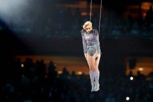"Super Bowl: Φαντασμαγορική και ""ιπτάμενη"" Lady Gaga – Έγραψε ιστορία στον τελικό  [pics, vids]"