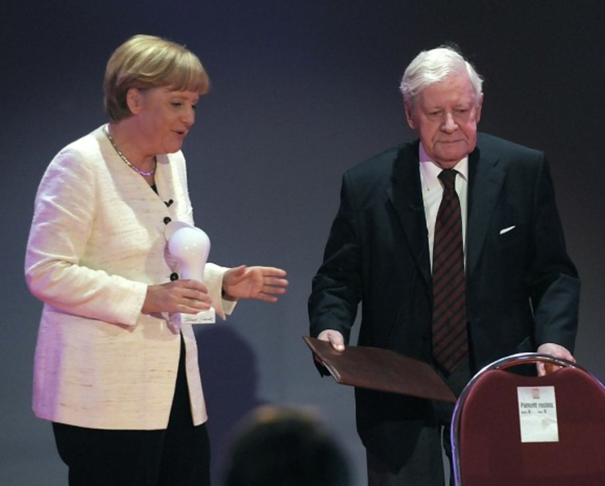 Διαφωνεί δημοσίως με την Μέρκελ ο πρώην Καγκελάριος της Γερμανίας | Newsit.gr