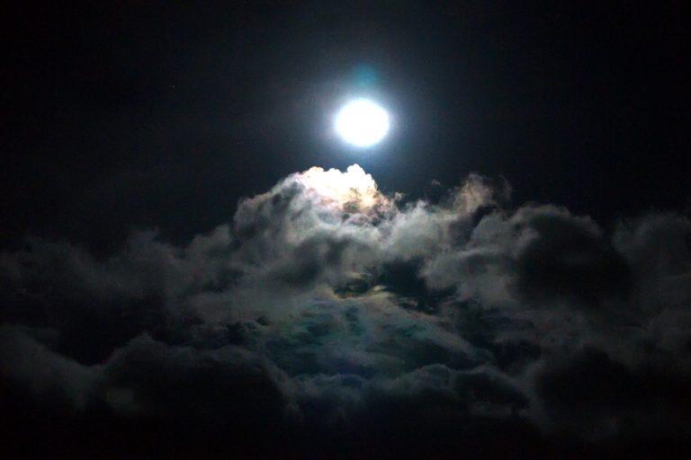 Η Σελήνη έχει … αδελφάκια! – Η Γη δεν έχει μόνο έναν δορυφόρο! | Newsit.gr