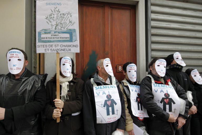 Κρατούσαν όμηρους δύο στελέχη της Siemens | Newsit.gr