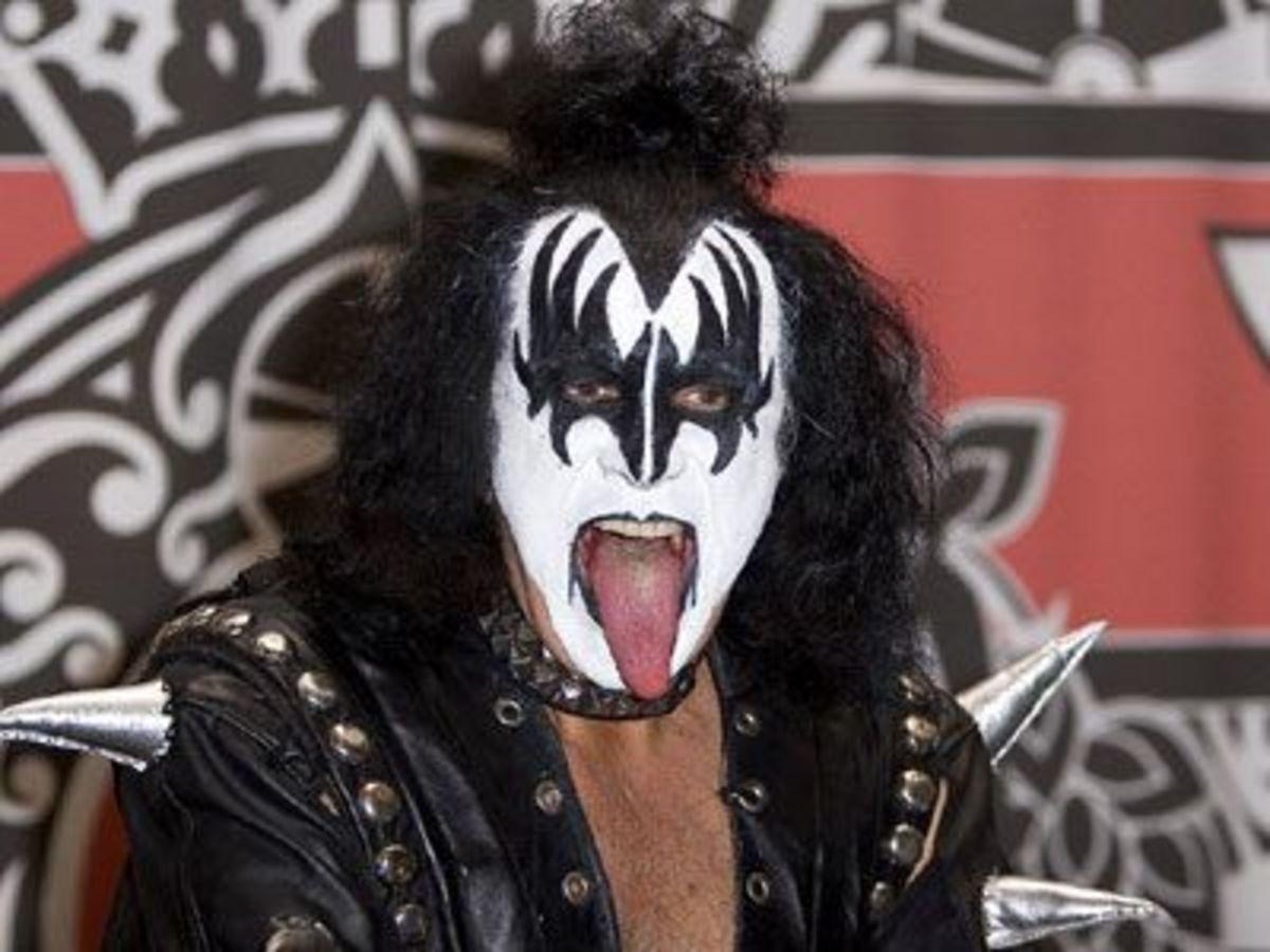 O Gene Simmons μετράει 4.601 γυναίκες μαζί με τη Cher! | Newsit.gr