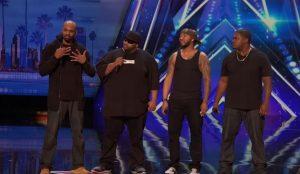 Ανέβηκαν έτσι στην σκηνή, αλλά όταν άρχισαν να τραγουδούν, εξέπληξαν τους πάντες! [vid]