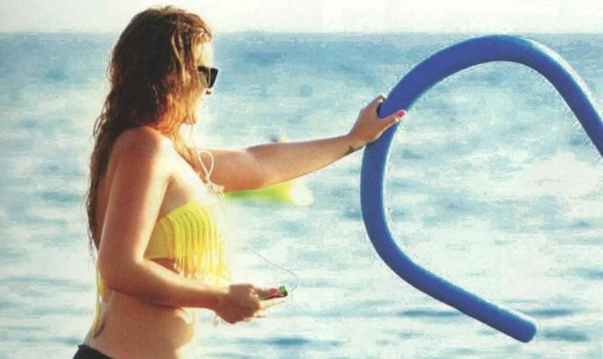 Σ. Χρηστίδου: Πρόσφατες φωτογραφίες της στην παραλία με τον γιο της!   Newsit.gr