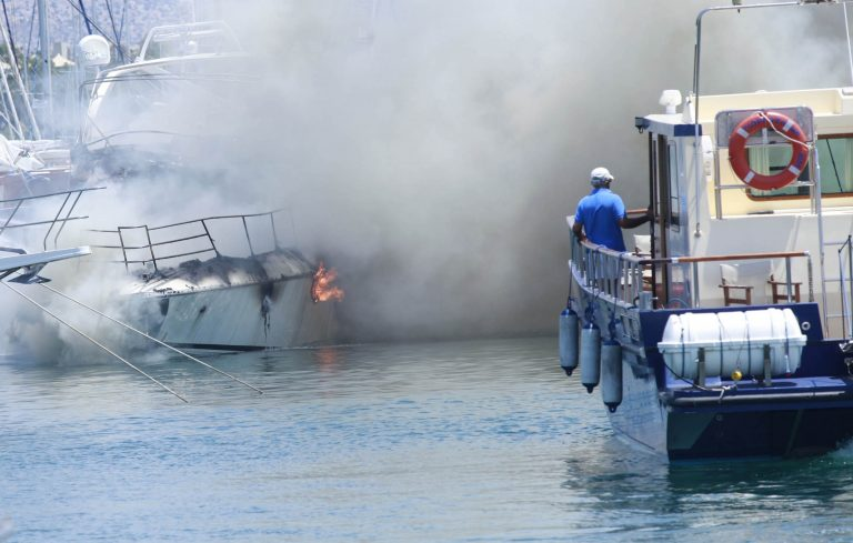 Αμοργός: Θαλαμηγός τυλίχθηκε στις φλόγες! | Newsit.gr