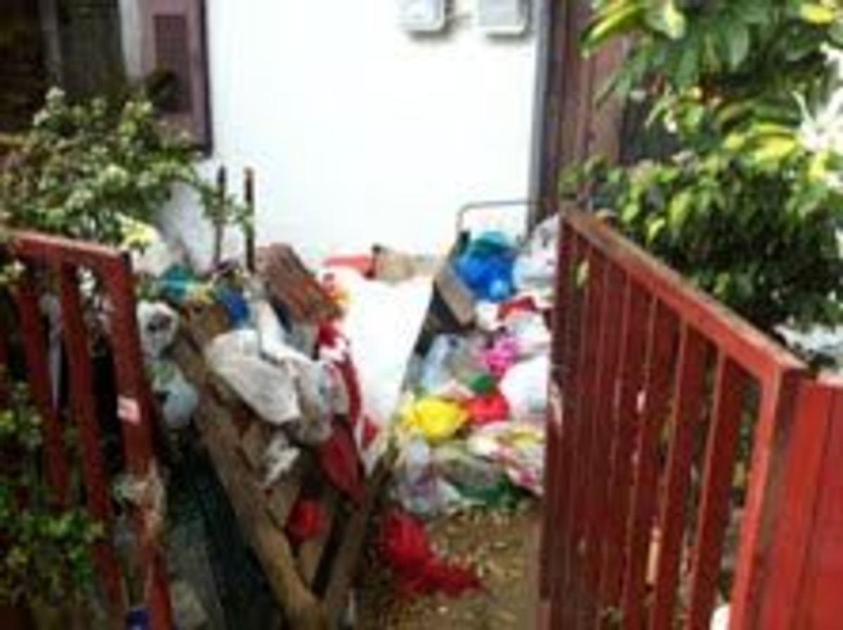 Κρήτη: Ρακοσυλλέκτρια κοιμόταν γύρω από 10 τόνους σκουπίδια – Φωτό! | Newsit.gr