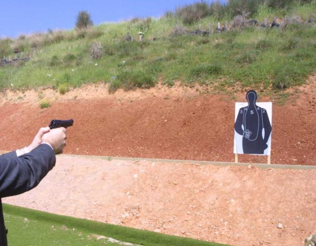 Αρχιεκπαιδευτής της ΕΛ.ΑΣ σε σκοπευτήριο της αστυνομίας εκπαίδευσε στα όπλα τη Χρυσή Αυγή | Newsit.gr